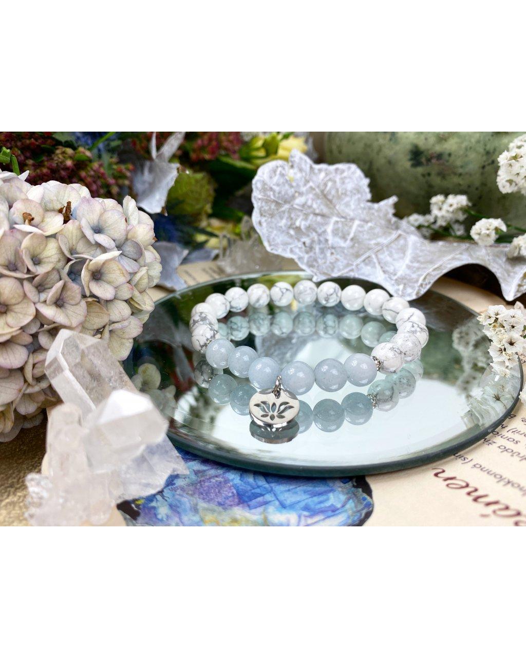 Náramek z minerálů howlit, jadeit modrý a květ lotosu