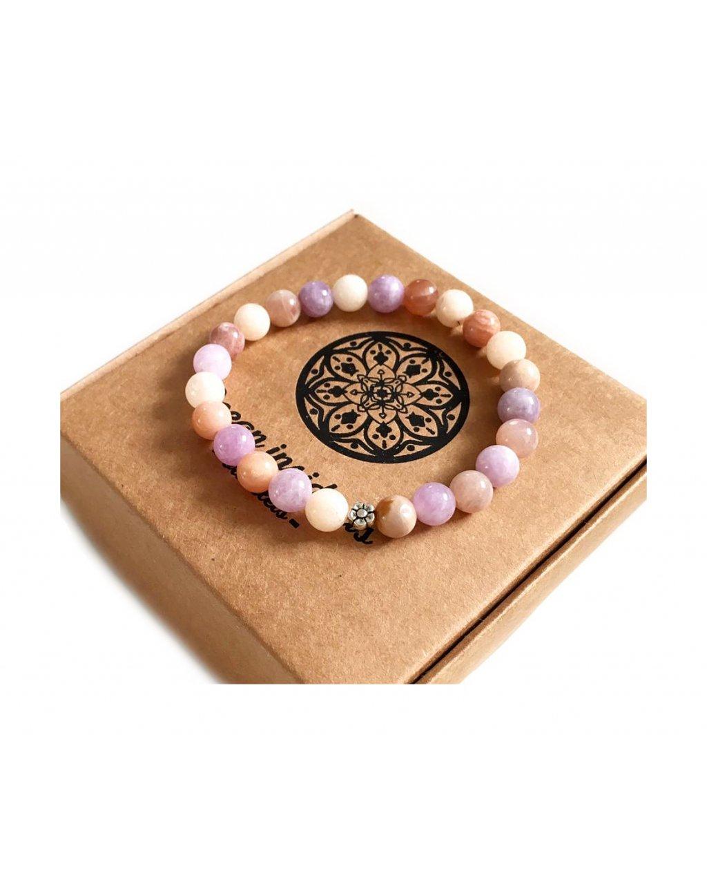 Náramek z minerálních kamenů angelit, sluneční kámen a květinka