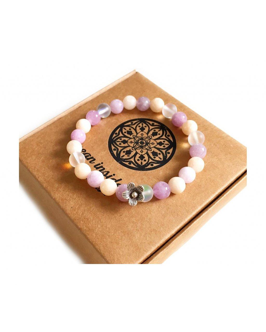 Náramek z minerálních kamenů angelit a květinka