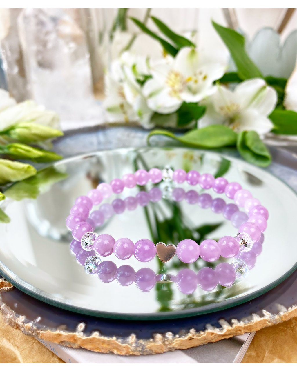 Náramek z minerálního kamene angelit fialový a jemné srdíčko