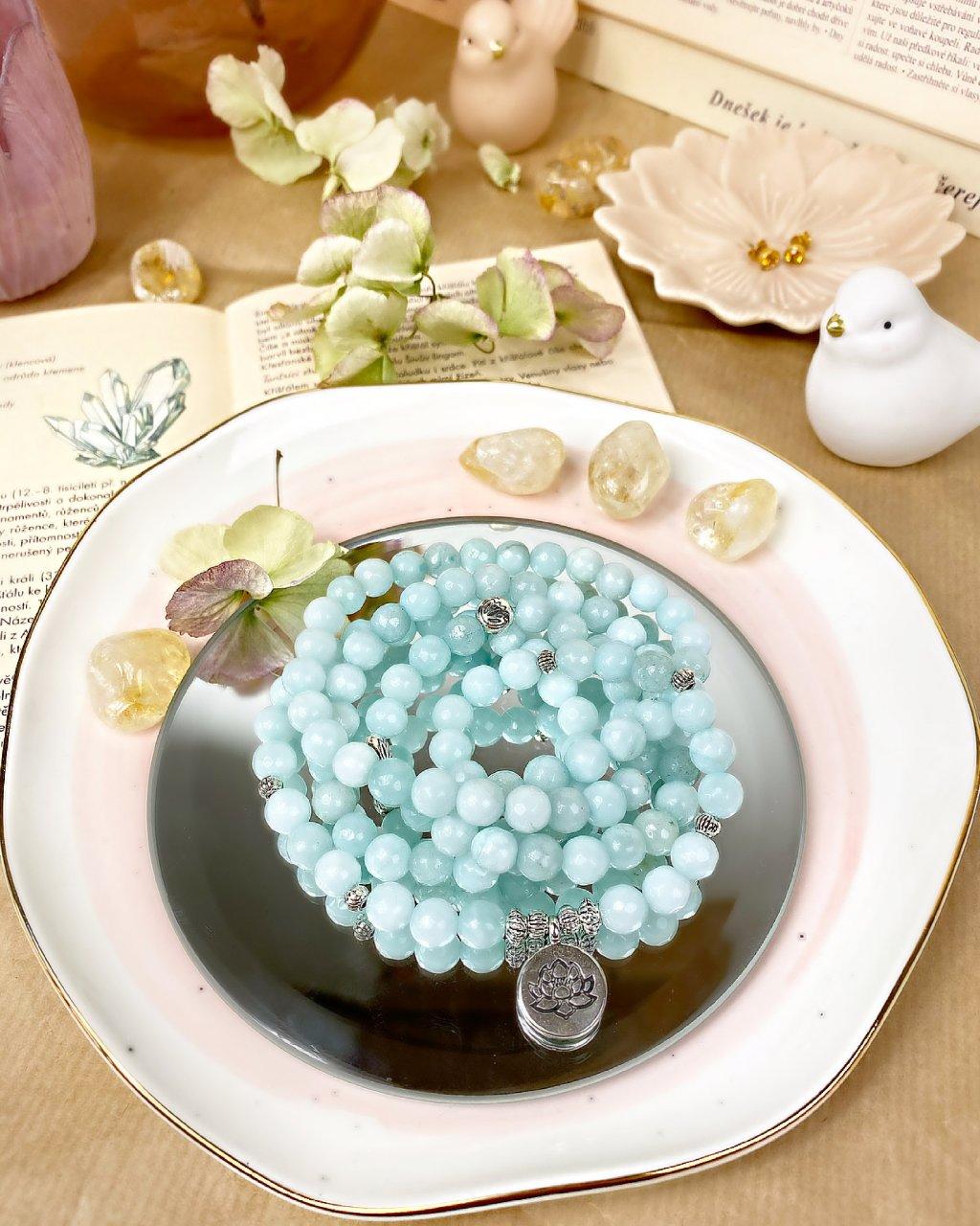 Dlouhý náramek wrap z minerálu akvamarín a květ lotosu