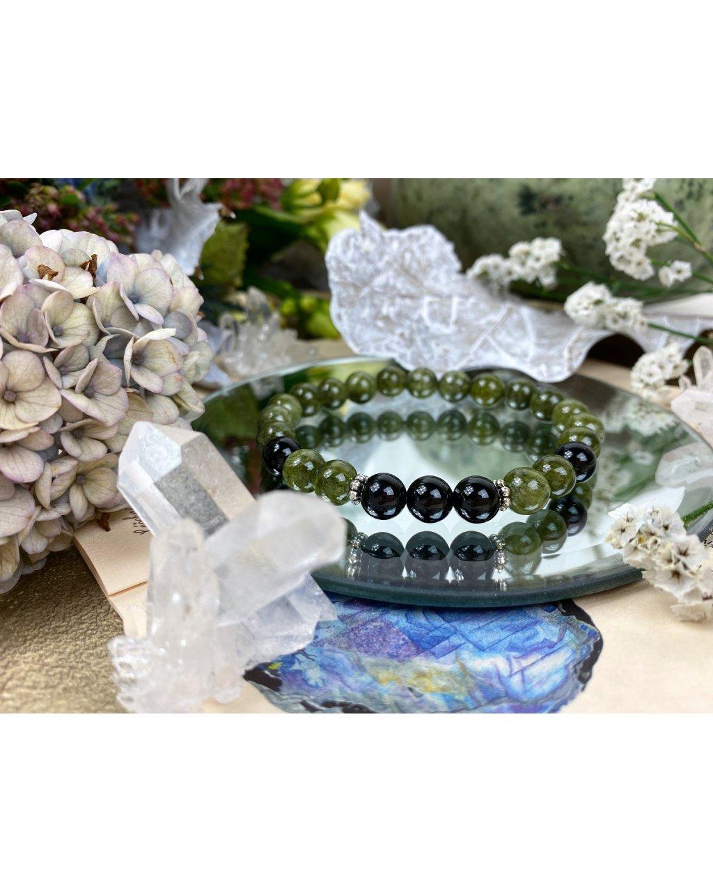 Náramek z minerálů zelený jadeit a černý onyx