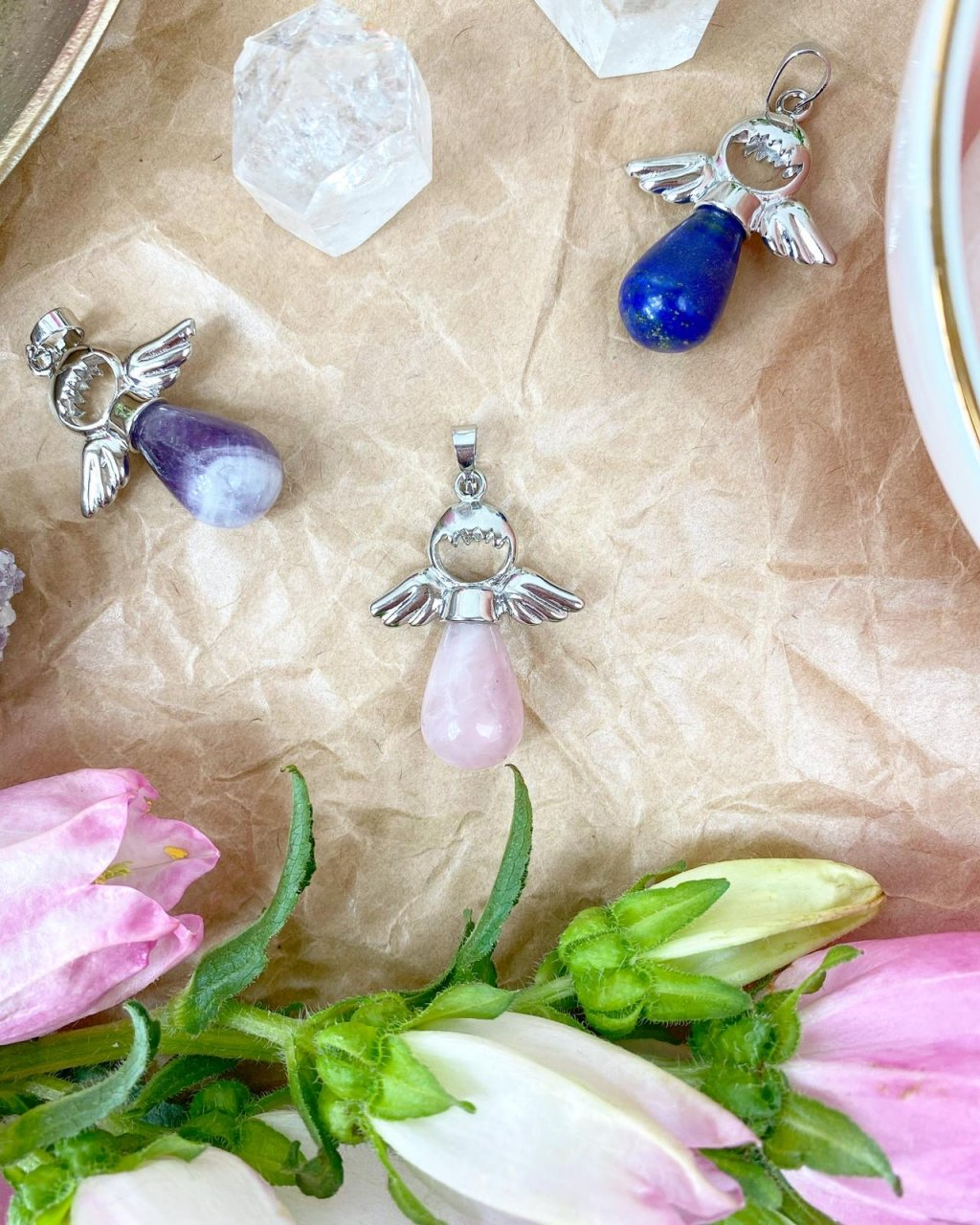 Přívěšek andílek na klíče pro štěstí z růženínu