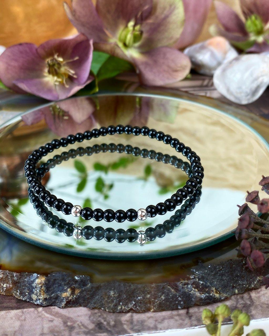 Pánský jemný náramek z kamene lesklý onyx a perličky