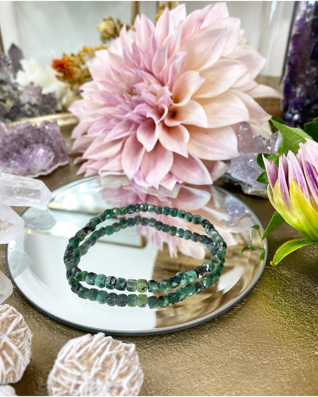 Luxusní náramek z minerálu fazetovaný emerald 4mm AAA