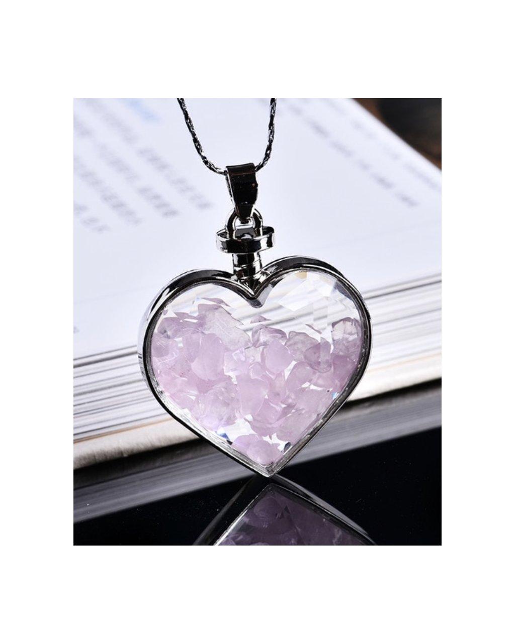 Jemný náhrdelník se srdíčkem a kousky růženínu