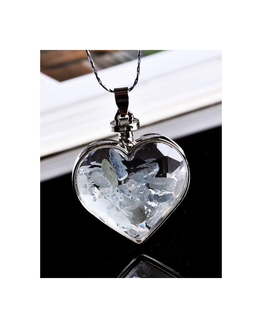 Jemný náhrdelník se srdíčkem a kousky akvamarínu