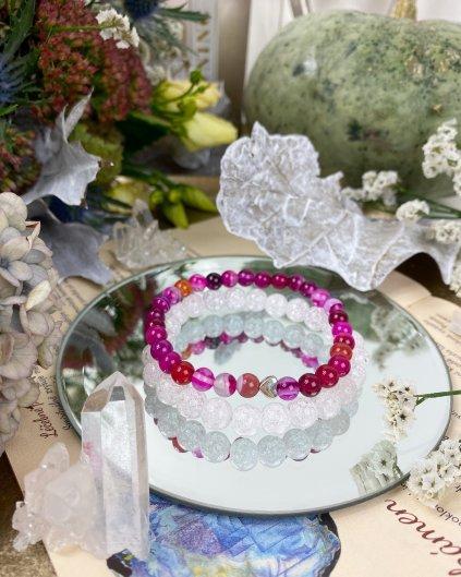 Dva náramky z minerálů praskaný křišťál a růžový achát