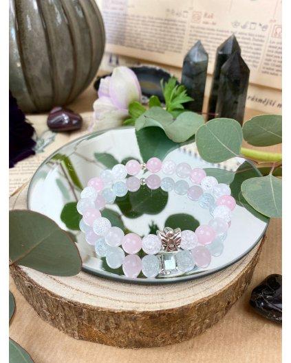 Náramek z minerálních kamenů růženín, jadeit a praskaný křišťál
