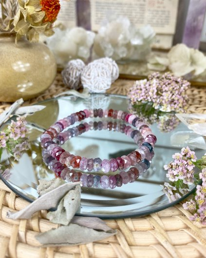 Luxusní náramek z fazetovaných minerálů rubín a spinel AAA