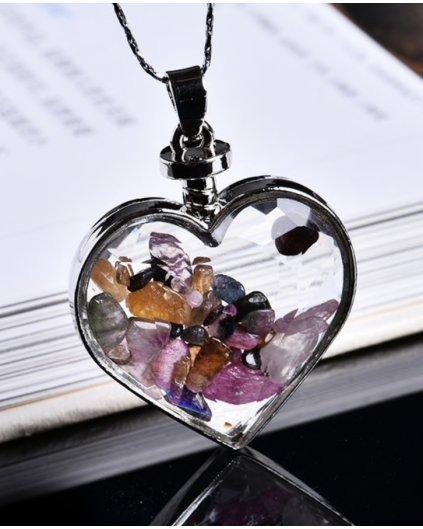 Jemný náhrdelník se srdíčkem a kousky turmalínu