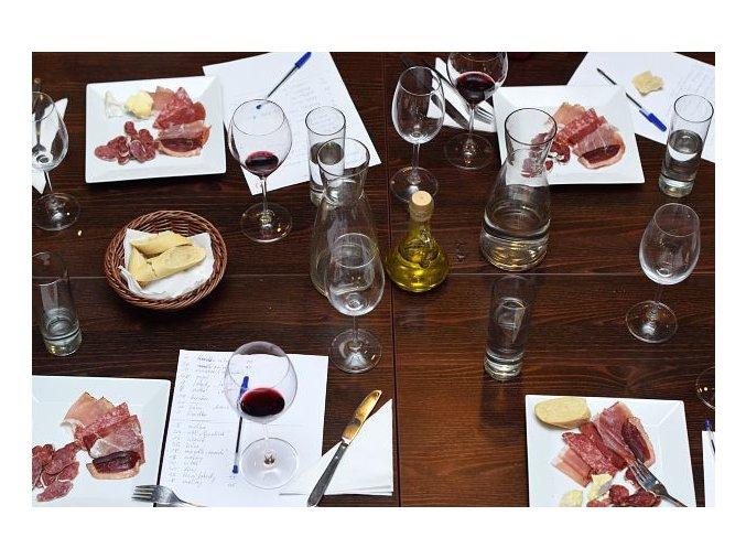 """""""Antidegustace"""" aneb Zážitková degustace s párováním vína a jídla"""