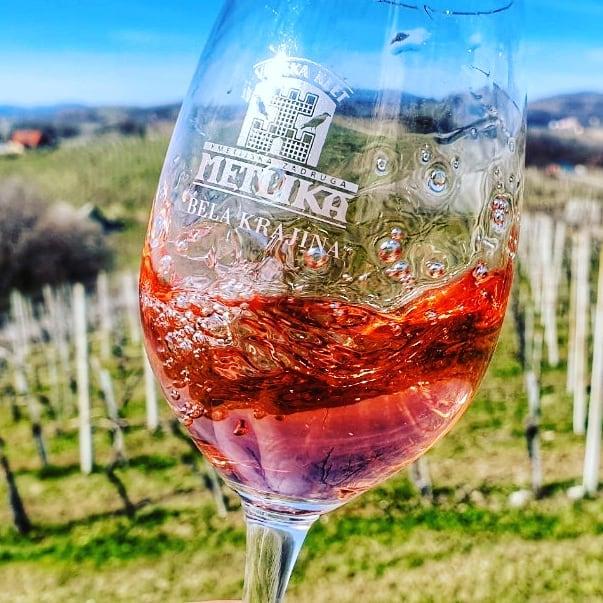 """Slovinské růžové víno """"Rosé"""" má příchuť čerstvých malin"""