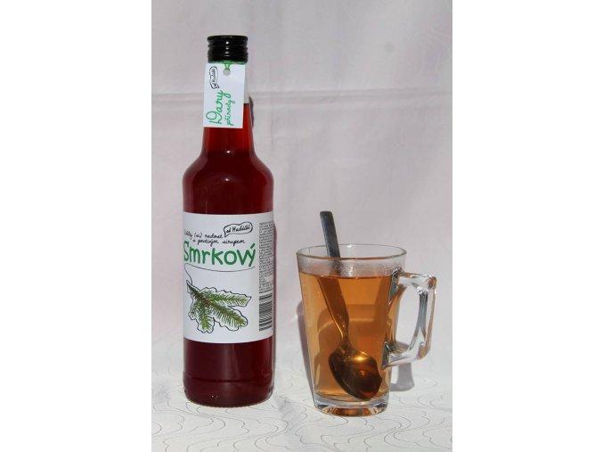 Horký smrkový nápoj