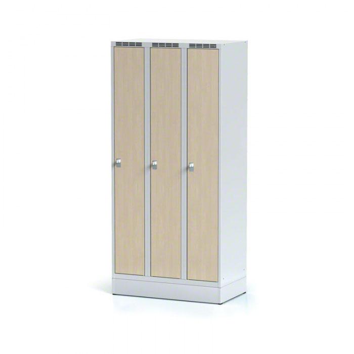 Kovové šatní skříňky - dřevěné dveře