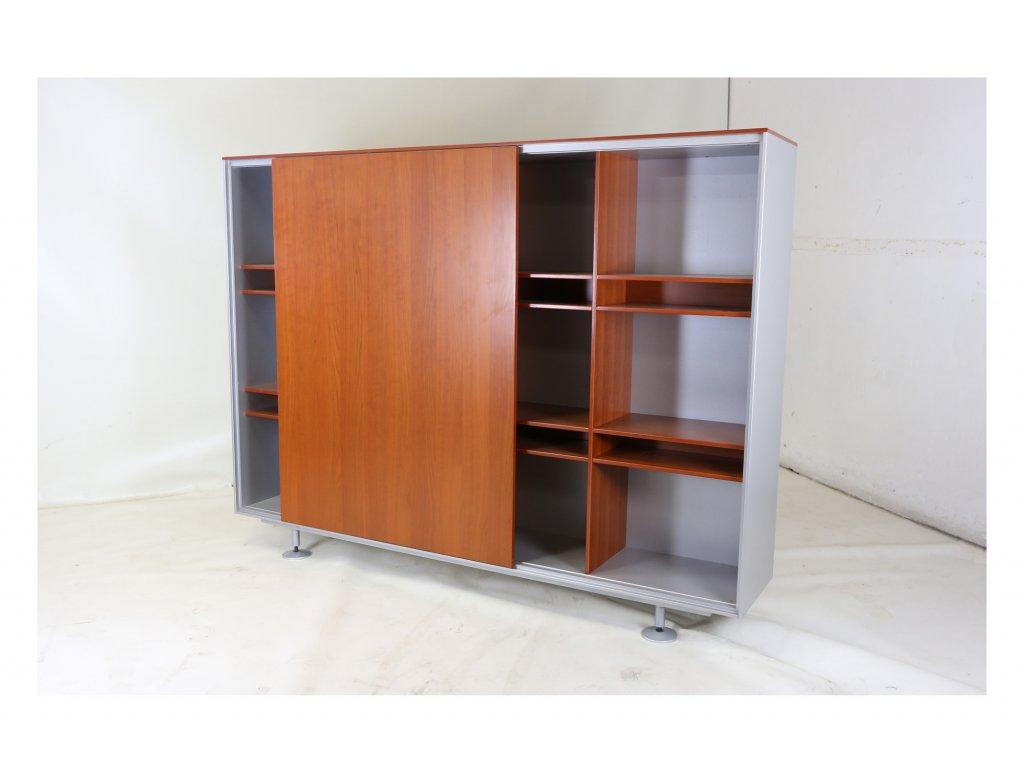 Luxusní skříň, 152x200x40h, dýha ořech/stříbrnná