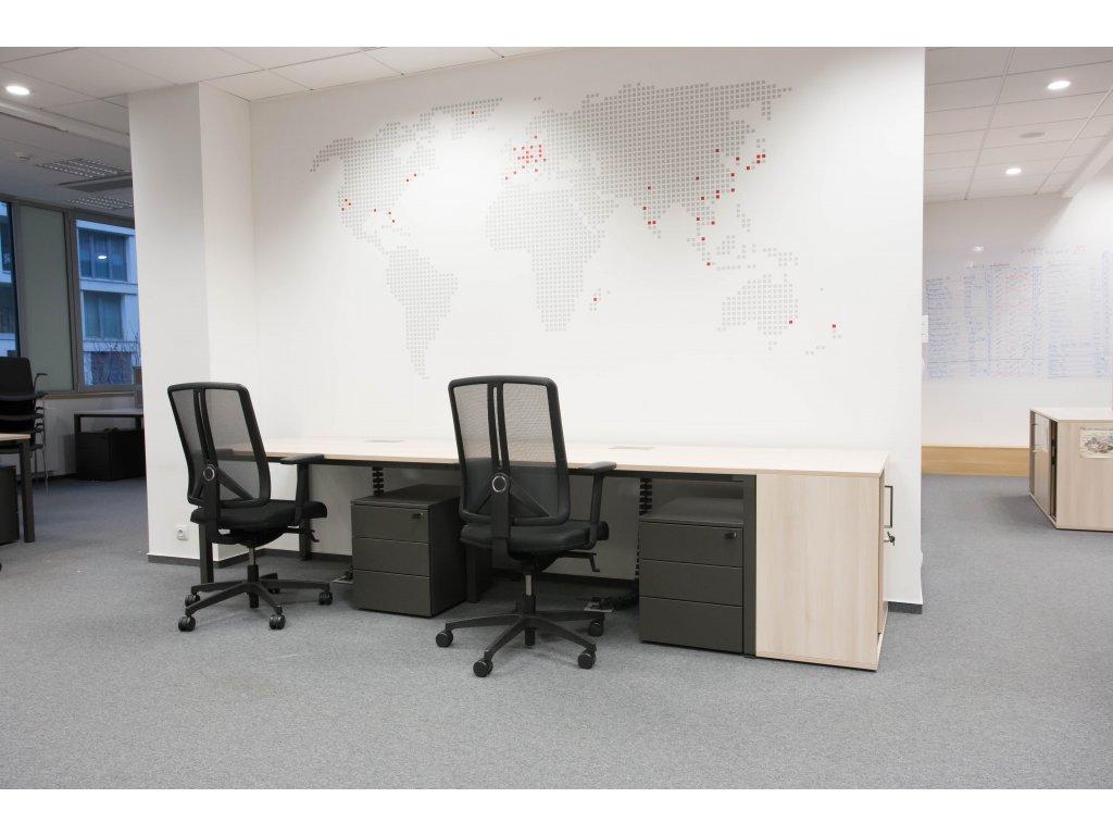 Stůl 2 -pracoviště, Steelcase, 280x80 běl. dub/ granit, průchodky, vč. paravánů