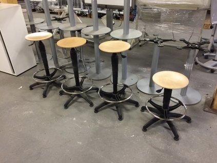 Výškově stavitelná dílenská stolička - buk