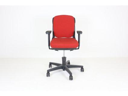 Židle kancelářská, Ahrend, červená, polstrovaná, černé područky, kolečková