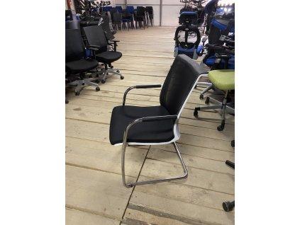 Židle konferenční, LD seating, černá/bílá/chrom, područky, záda síť.