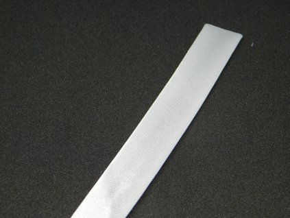 Šikmý proužek-lemovka 15 mm, založeno