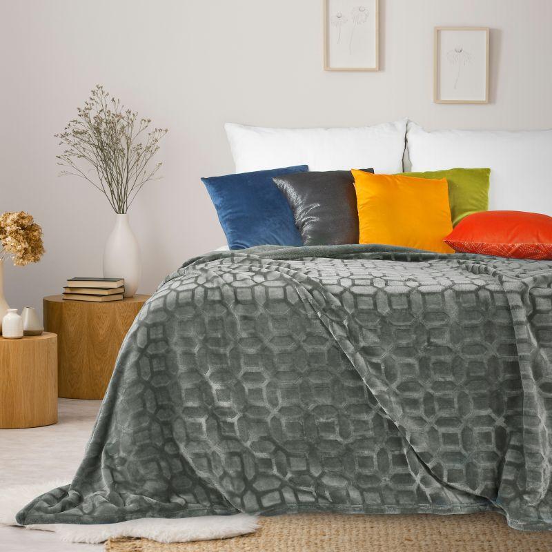 Jemná sivá deka DIANA s 3D efektom 150x200 cm