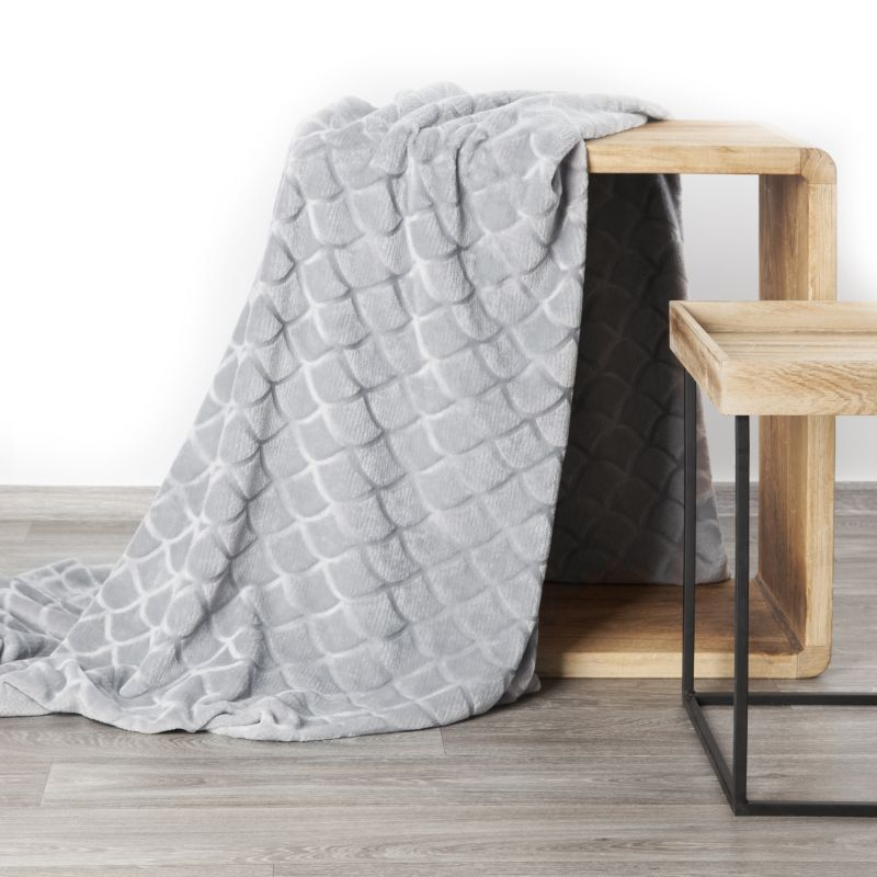 Mäkká strieborná deka MERY s 3D efektom 150x200 cm
