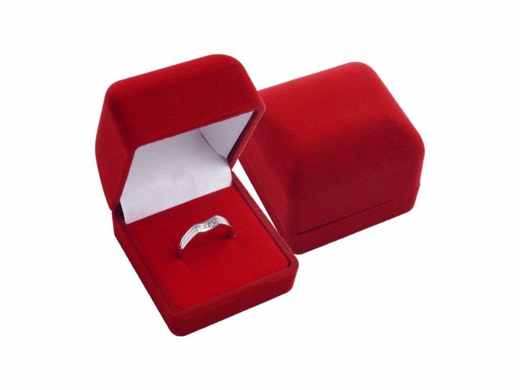 Sametová červená dárková krabička na prsten nebo náušnice