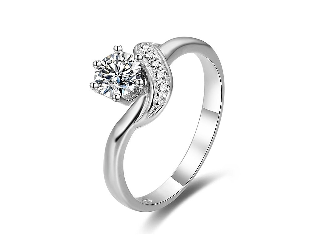 Stříbrný zásnubní prsten od OLIVIE rhodiovaný. Krásný dárek z lásky.