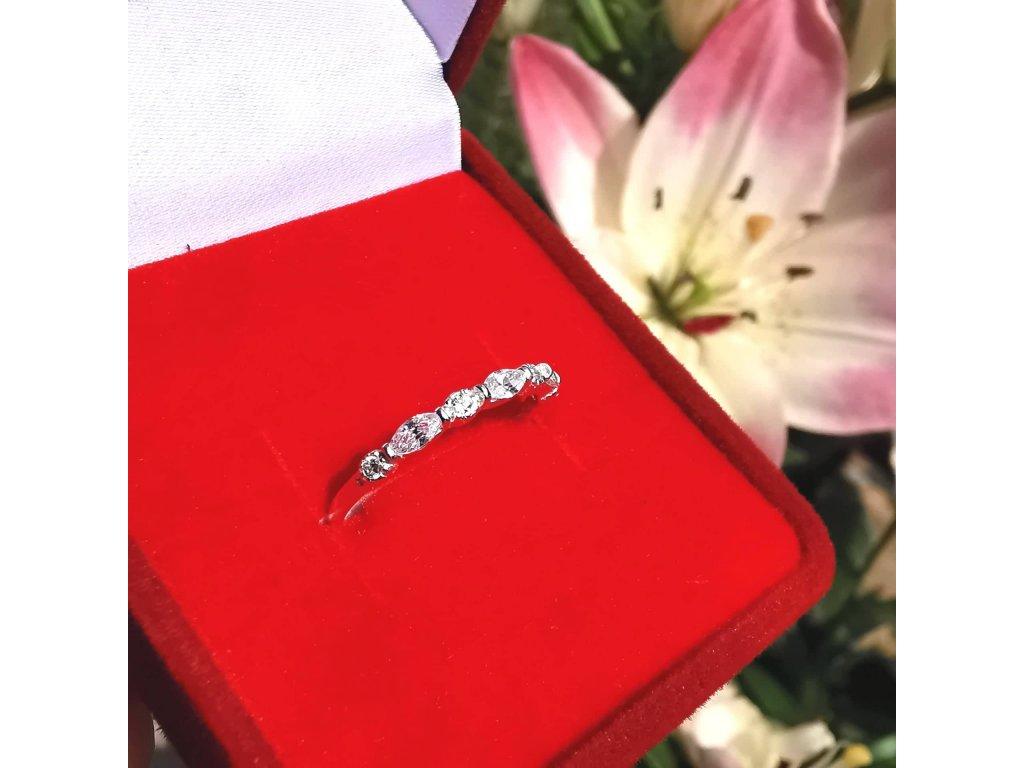 Stříbrný prsten se zirkony pro dívky a partnerky