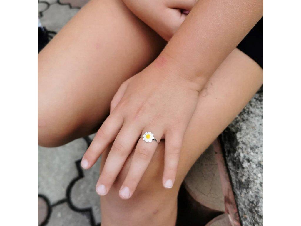 Dětský stříbrný prstýnek KOPRETINA od Olivie