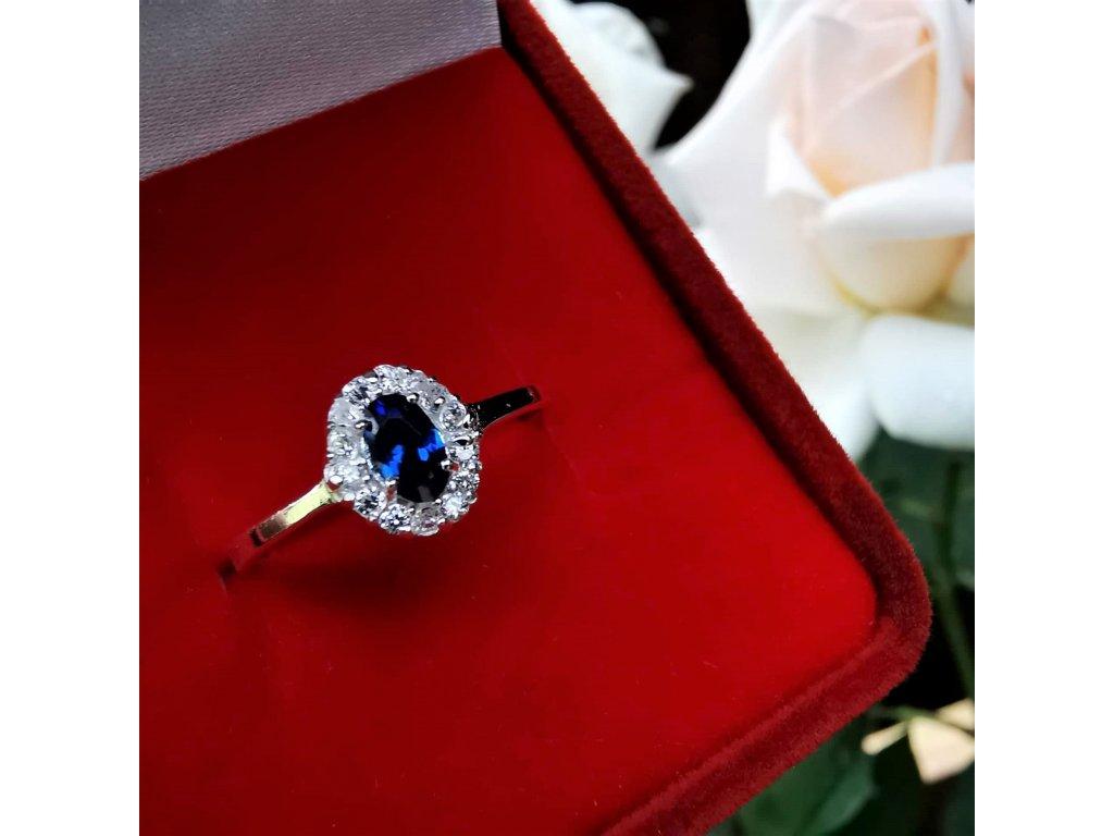 Stříbrný prsten s modrým zirkonem