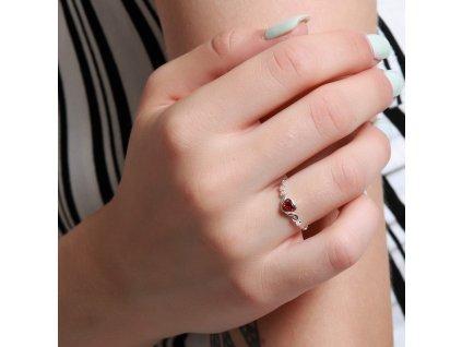 Stříbrný prsten s červeným srdíčkem, krásný dárek pro ženu k Valentýnu, k Vánocům