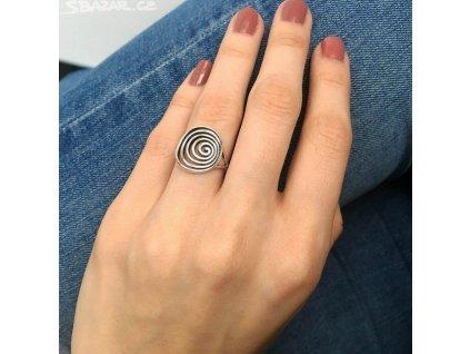 1020 Stříbrný spirálový prsten  Ag 925; 2,55 g.