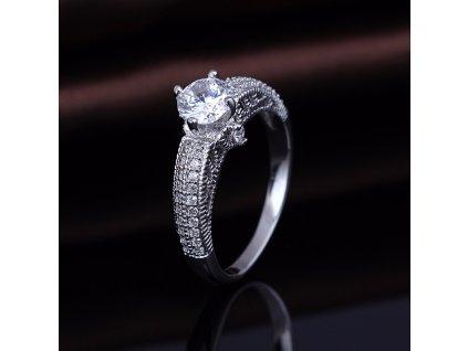 Stříbrný prsten se zirkonem od OLIVIE