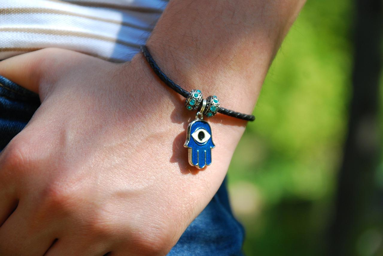 bracelet-5549178_1280
