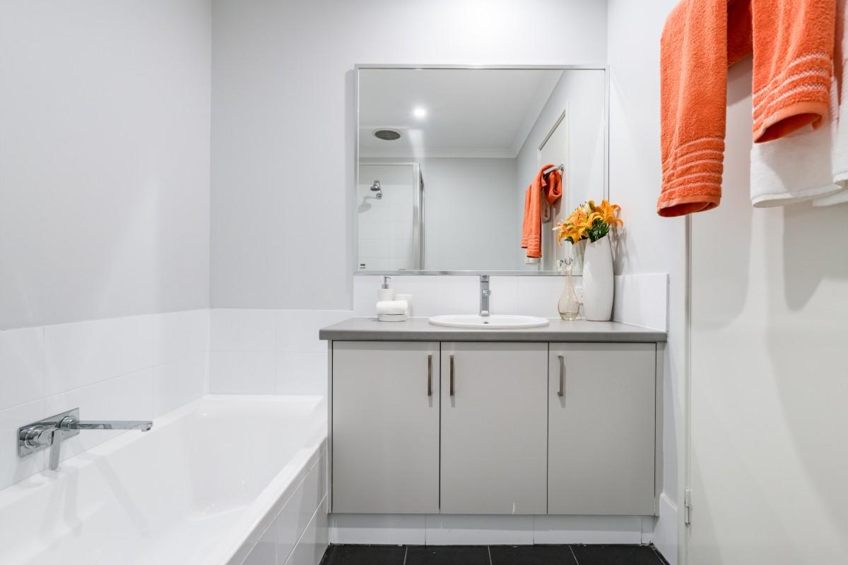 Tipy a inšpirácie, ako zariadiť malú kúpeľňu