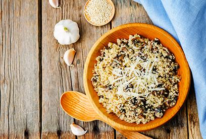 Quinoa a houby na cibuli