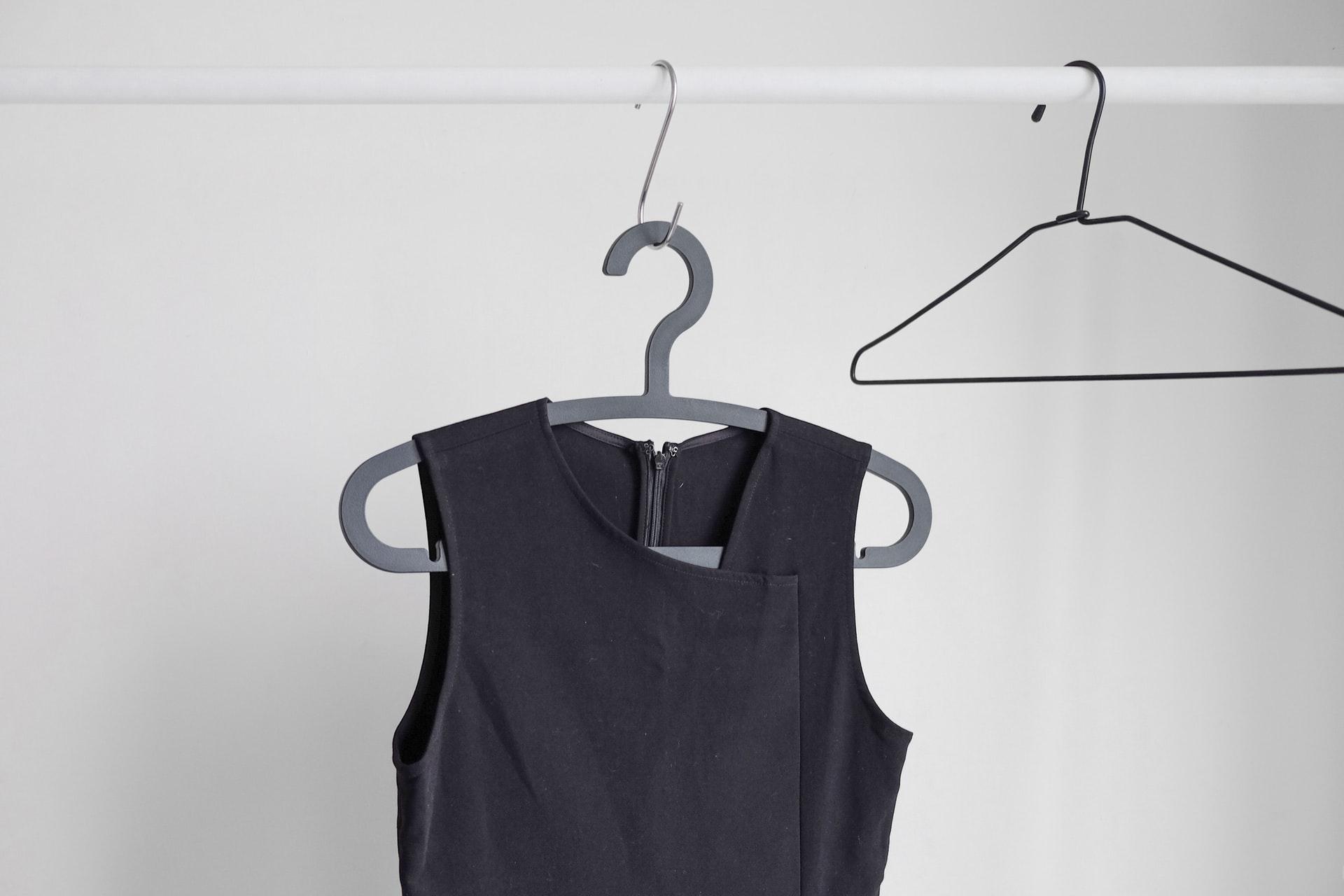 Jak vyzrát na příliš plný šatník - začněte s minimalismem