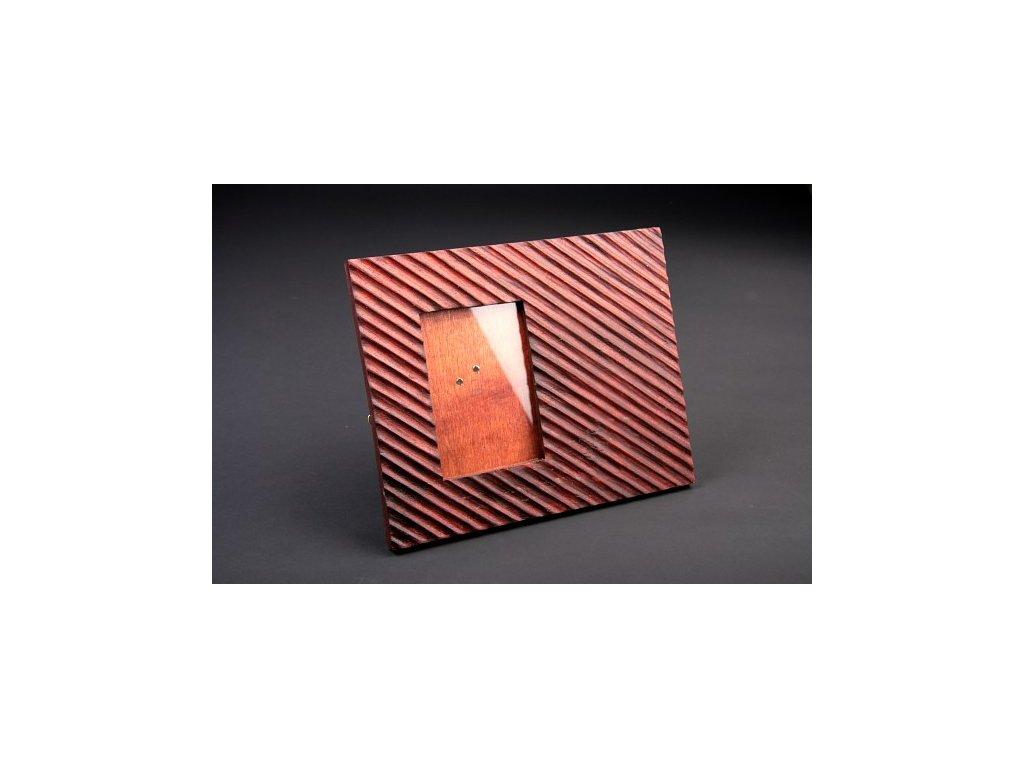 Ručně vyřezaný rámeček se sklem 30x25cm model A