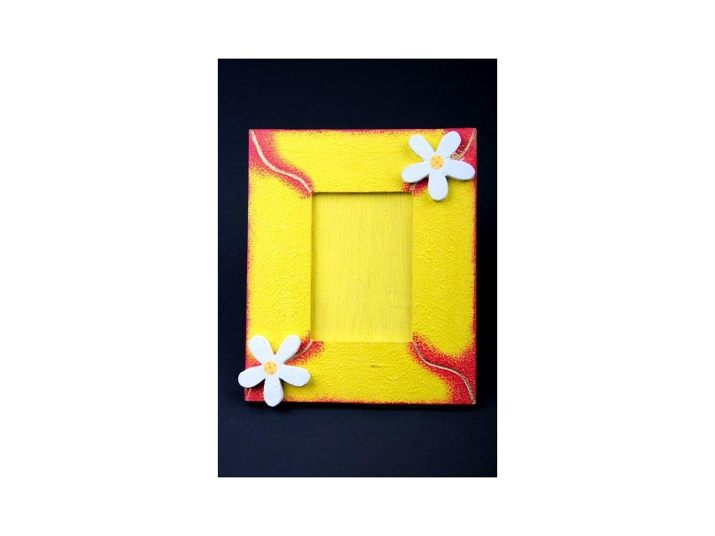 Dřevěný zdobený fotorámeček žlutý s vlnkou 18x15cm