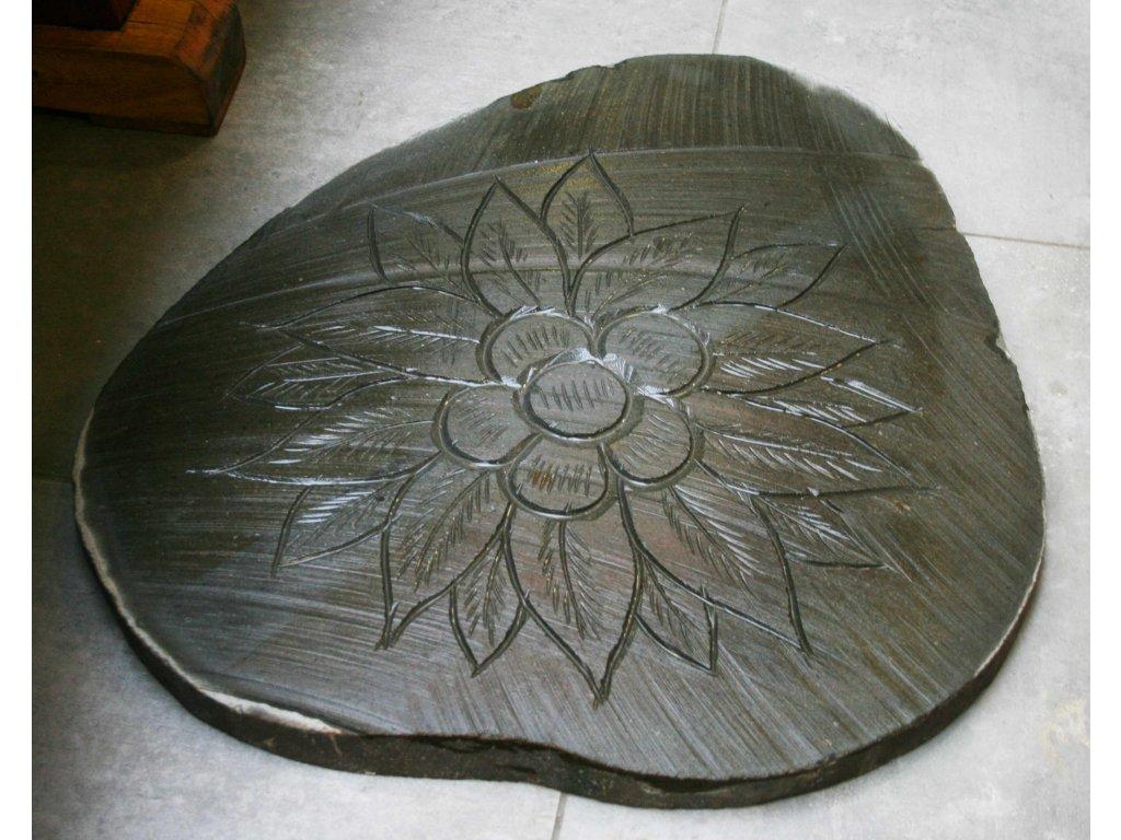 Kamenný nášlap čedič vzor květ - 53x62cm