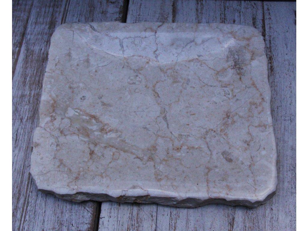 Kamenný talíř - servírovací miska 18x21cm světlý mramor