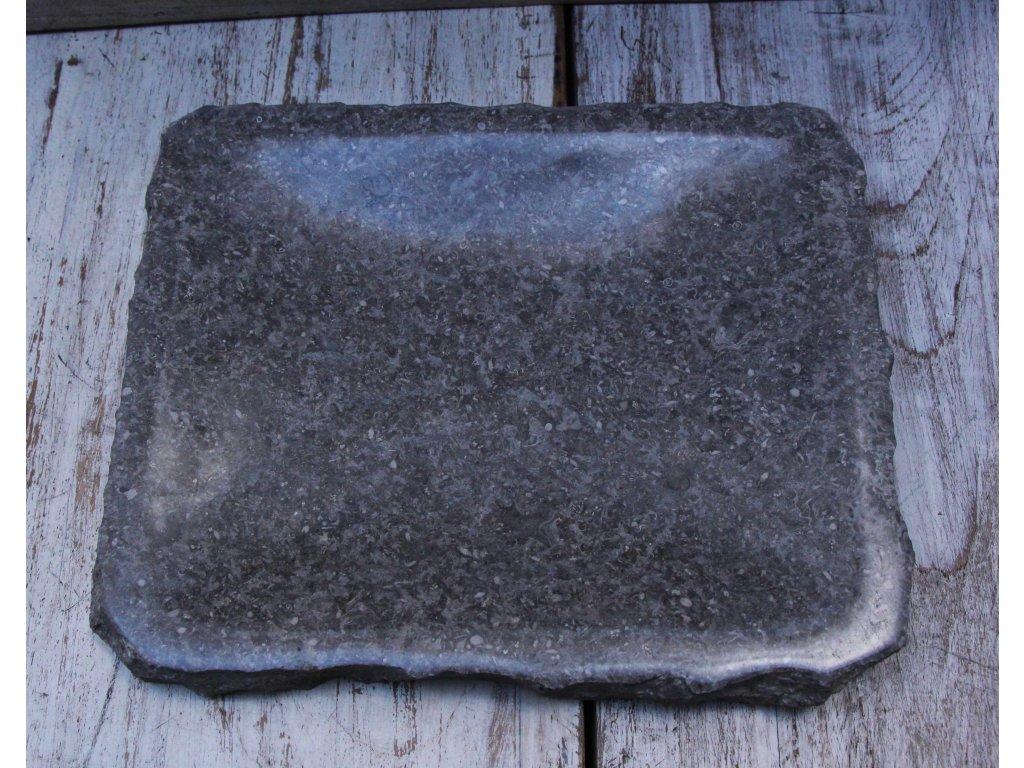 Kamenný talíř - servírovací miska 18x21cm tmavý mramor