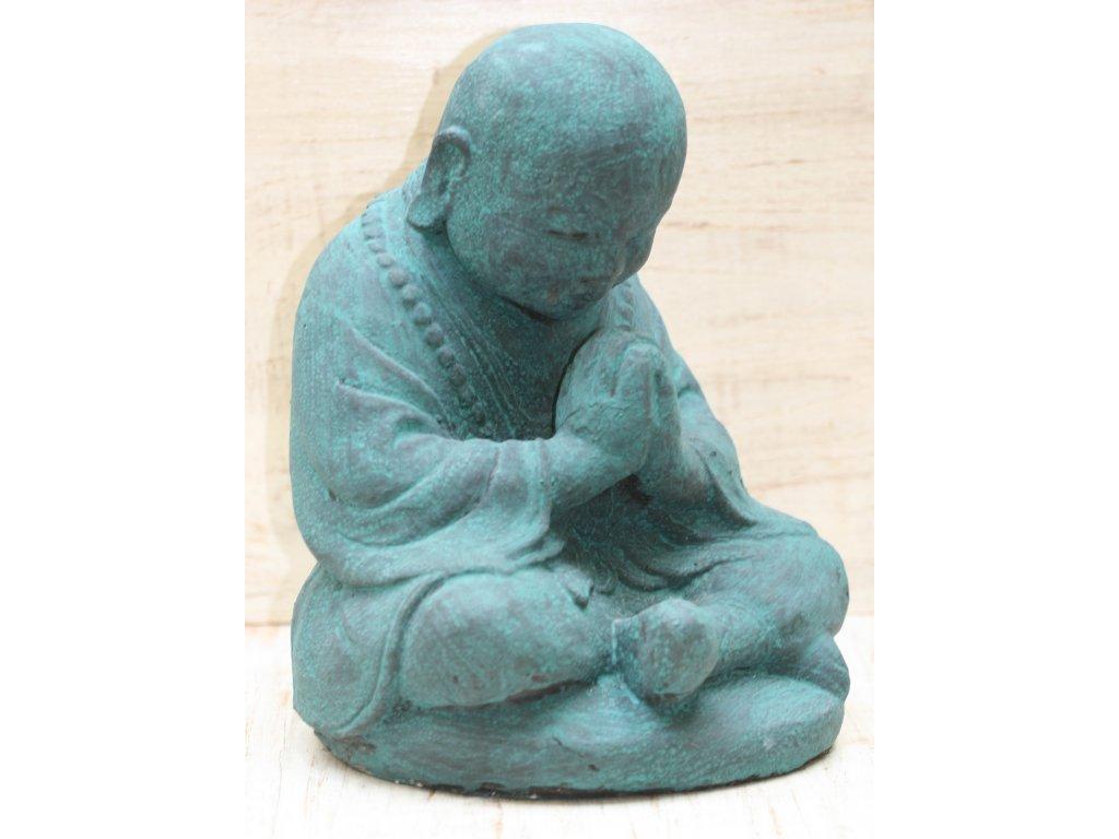 Socha mnich Shaolin monk s korálky Mala 30cm patina greeny