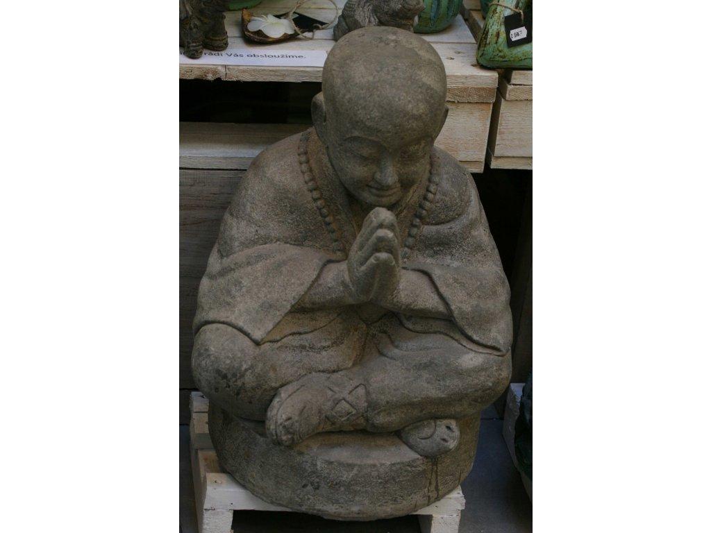 Socha mnich Shaolin monk s korálky Mala 53cm - patina grey