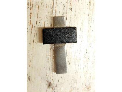 Přívěšek z chirurgické oceli 3x2cm křížek
