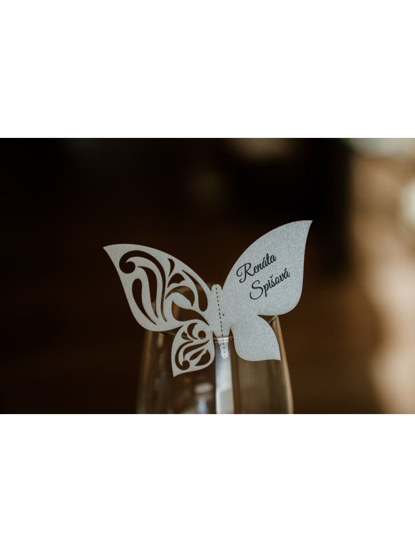 Svadobná menovka motýlik