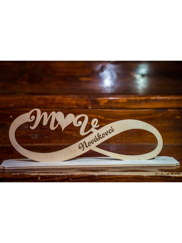Drevený svadobný podstavec s menami 10