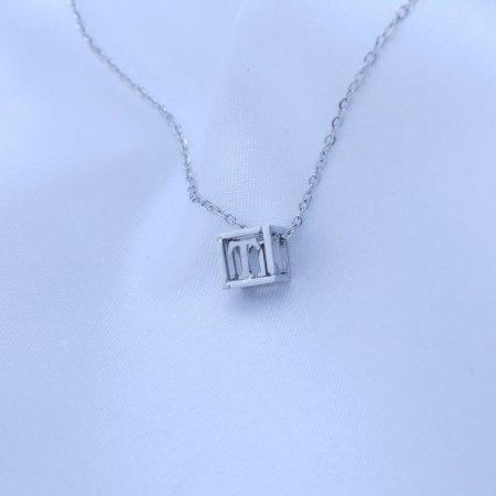 Přívěsek písmenko v kostičce z chirurgické oceli Písmeno: T